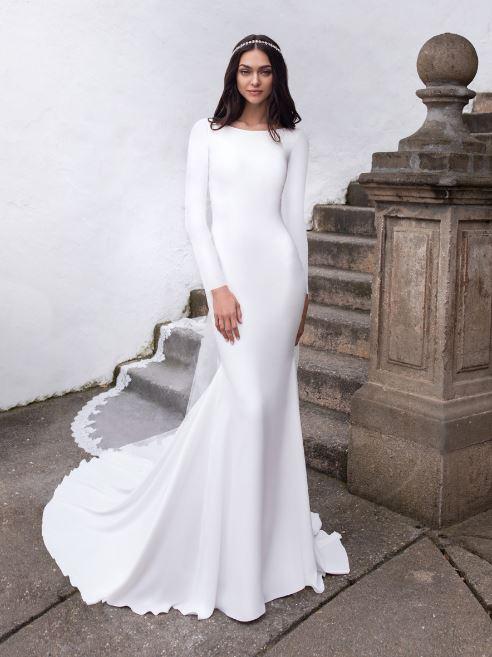 لباس عروس مدل A line و سلطنتی در رنگ های سفید و طلایی